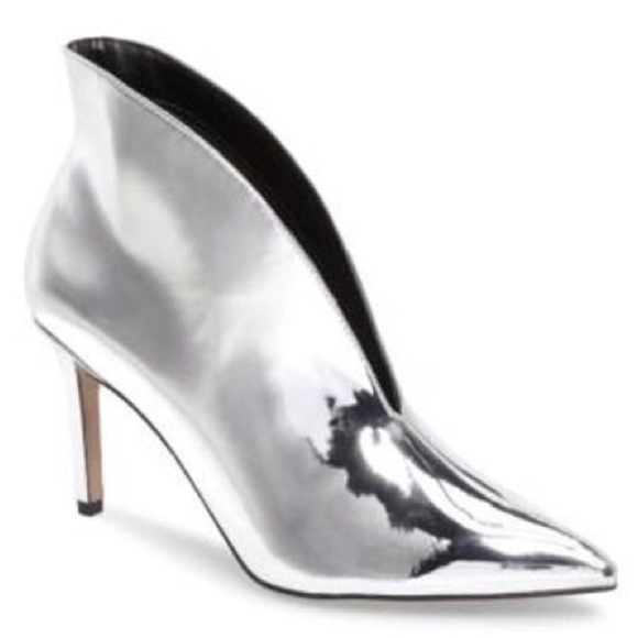 4fe730bb355 Topshop Hale Deep Cut Boots Ankle Boot - Silver. M_5b116aa2819e90e26d789951